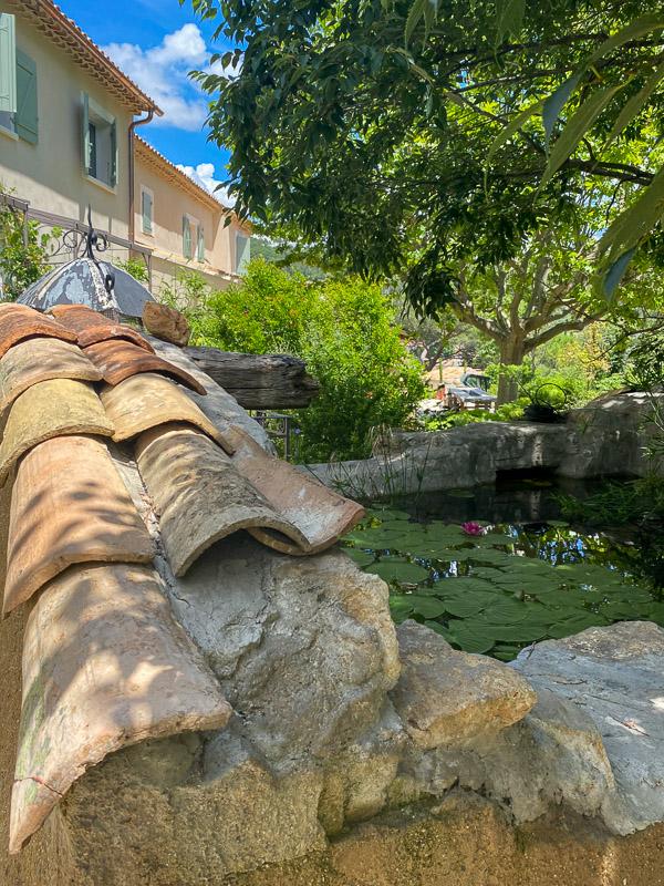 Le bassin de récupération d'eau de pluie